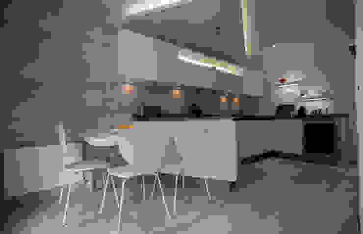 Appartement à Neuilly-sur-Seine Cuisine minimaliste par ALIX PAPERTIAN Minimaliste