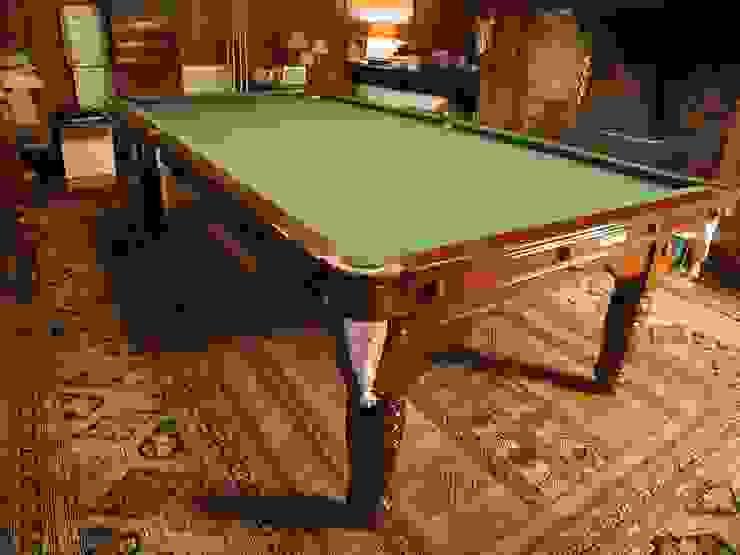 9 ft De'Oro Snooker/Pool Convertible Dining Table: classic  by HAMILTON BILLIARDS & GAMES CO LTD, Classic