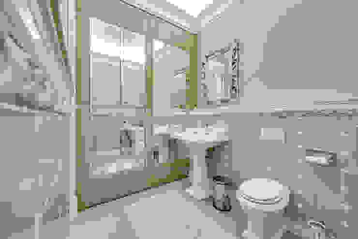 Квартира в жилом комплексе <q>Парадный квартал</q> Ванная в классическом стиле от Be In Art Классический