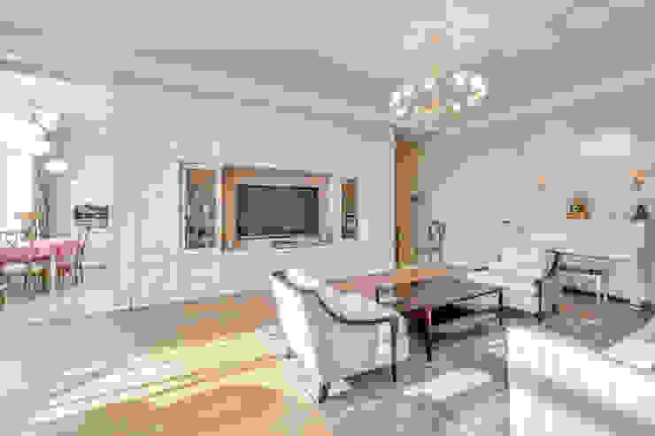 Квартира в жилом комплексе <q>Парадный квартал</q> Гостиная в классическом стиле от Be In Art Классический