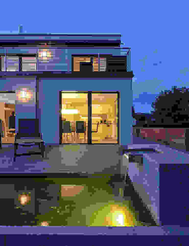 Modern Terrace by KitzlingerHaus GmbH & Co. KG Modern