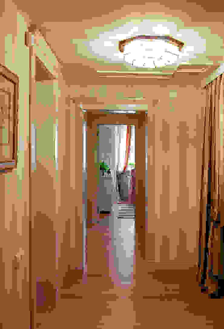 Жилая классика Коридор, прихожая и лестница в классическом стиле от VVDesign Классический