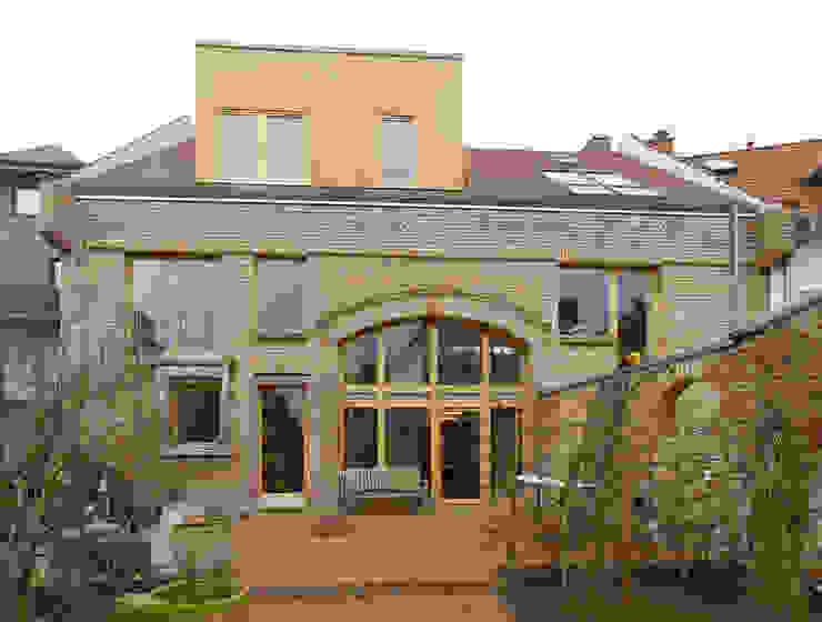 Huizen door +studio moeve architekten bda, Klassiek