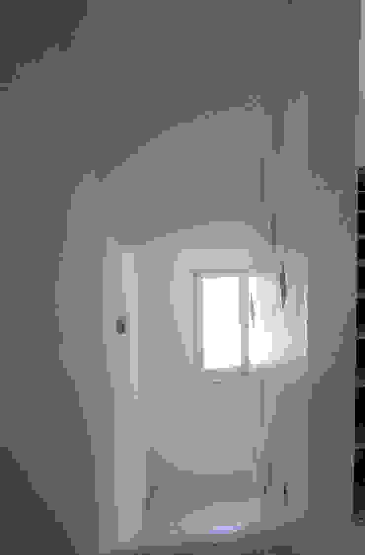 Casa Marano raffaele iandolo architetto Ingresso, Corridoio & Scale in stile moderno