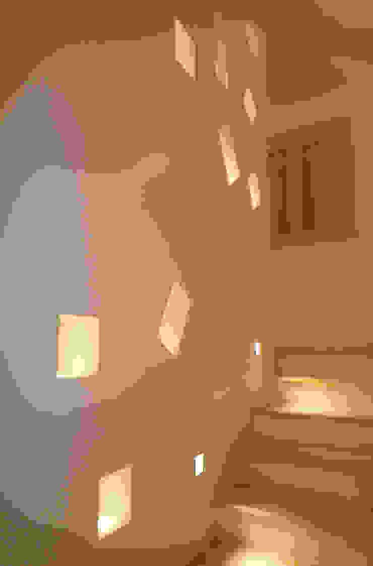 Casa Marano raffaele iandolo architetto Ingresso, Corridoio & ScaleIlluminazione