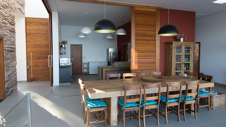 CASA CANYONS DO LAGO Salas de jantar rústicas por Mutabile Arquitetura Rústico