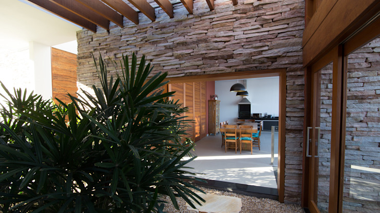 Rustic style conservatory by Mutabile Arquitetura Rustic