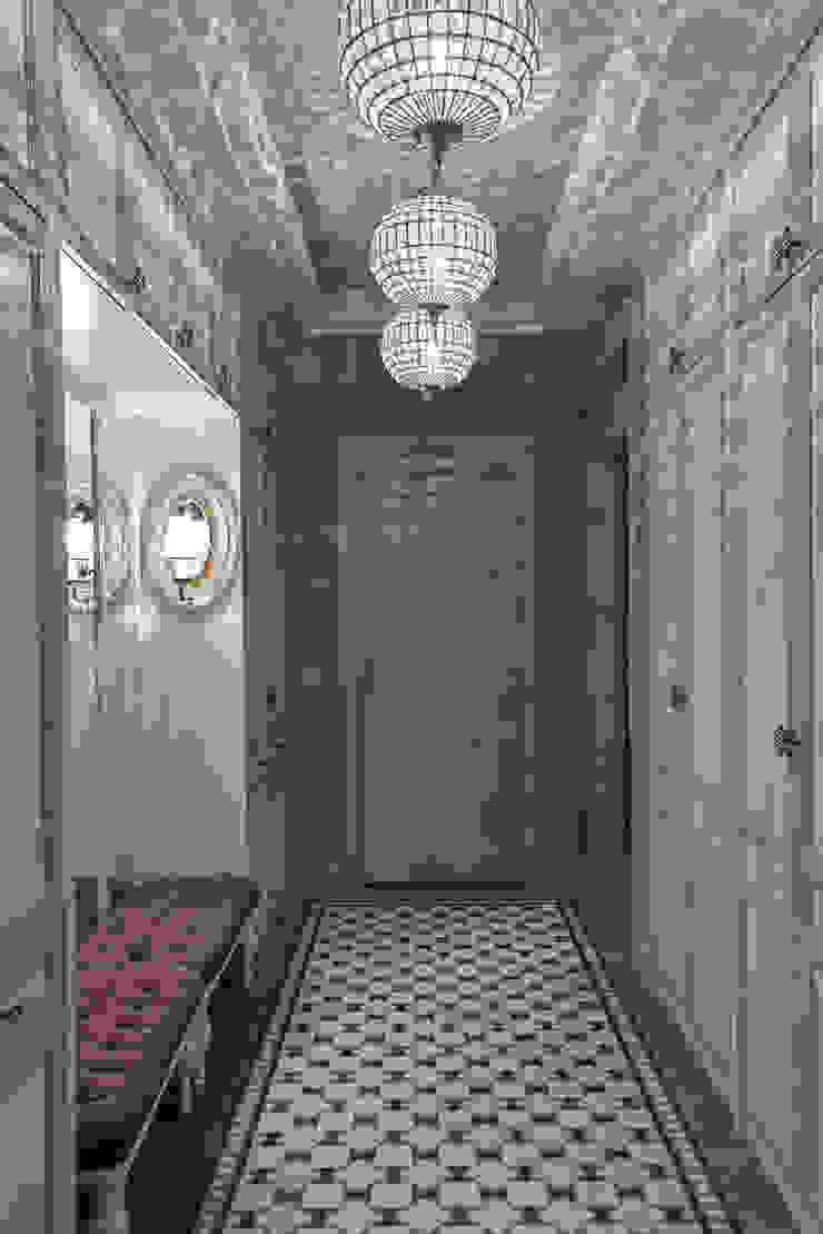 Вне времени Коридор, прихожая и лестница в эклектичном стиле от VVDesign Эклектичный