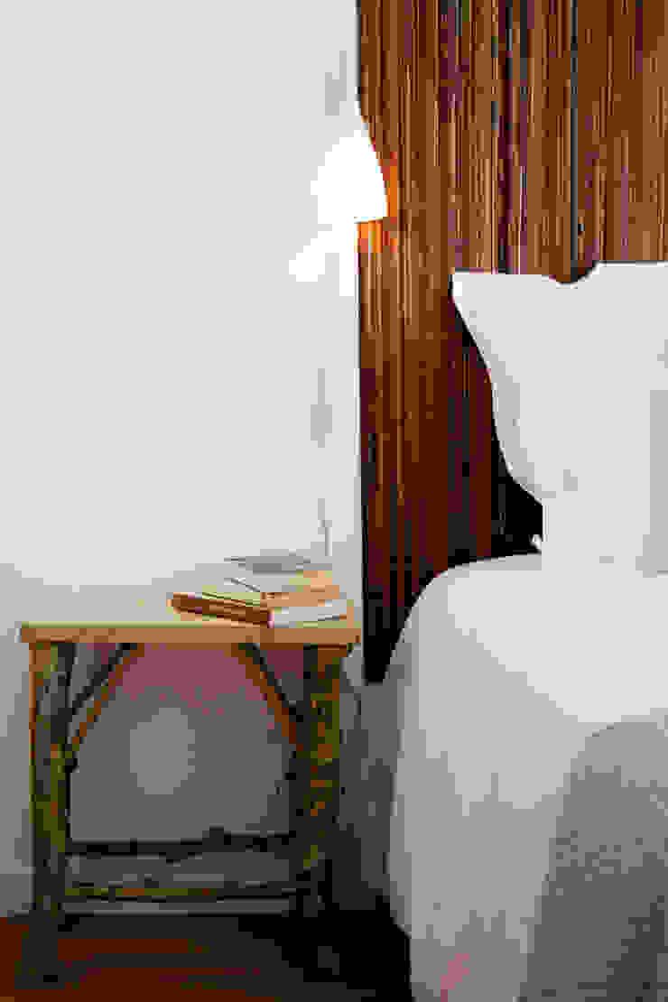 Bed side table por Staging Factory Rústico