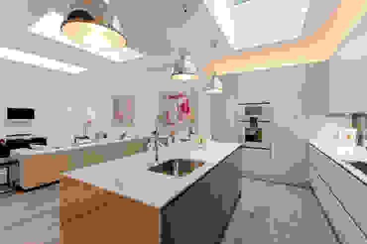Roland Gardens BTL Property LTD Minimalist kitchen