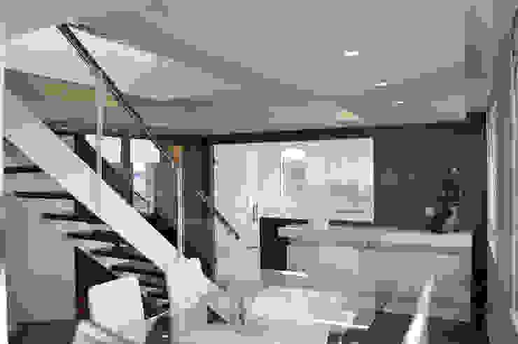 Comedores de estilo moderno de Intra Arquitectos Moderno