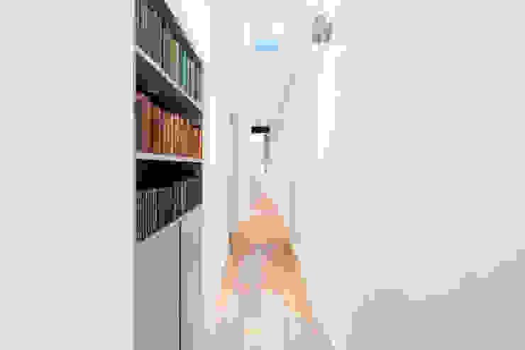 Koridor dan lorong oleh BTL Property LTD, Minimalis