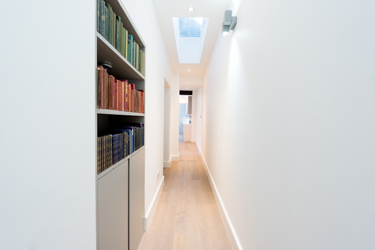 Roland Gardens Minimalist Koridor, Hol & Merdivenler BTL Property LTD Minimalist