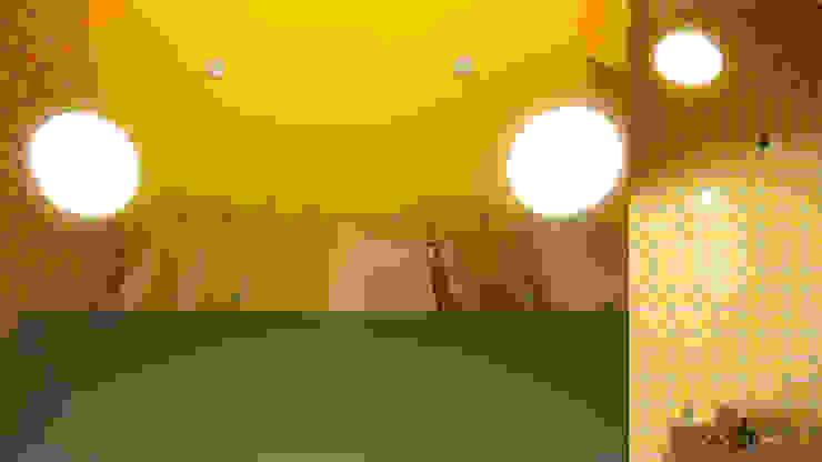 VILA PASTEL Corredores, halls e escadas modernos por Mutabile Arquitetura Moderno