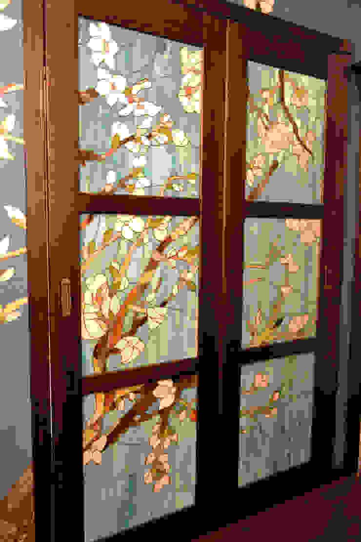Дверь и витраж:  в современный. Автор – Студия дизайна Натали Хованской, Модерн