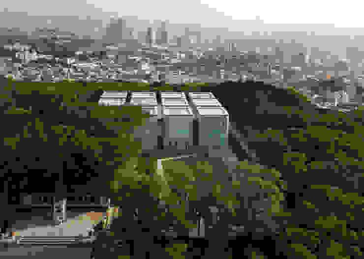 Ahn Jung-geun Memorial Hall: D·LIM architects의  전시장,모던