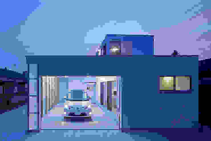 桂川の住宅 モダンな 家 の MASAAKI TAKAHASHI architects モダン