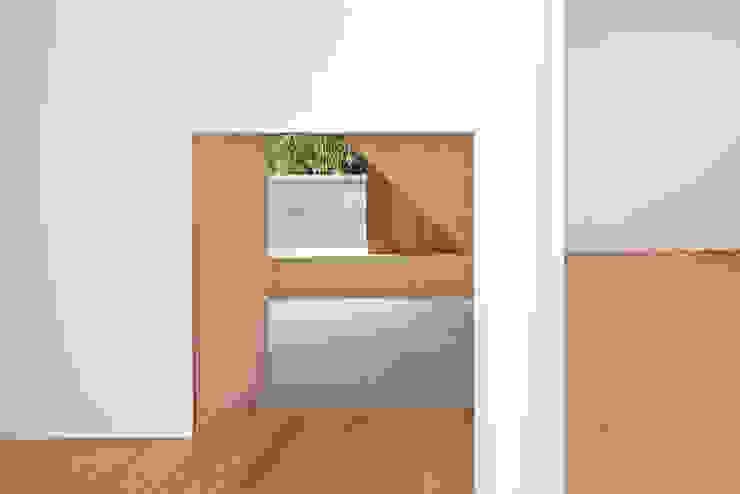 桂川の住宅 モダンデザインの 多目的室 の MASAAKI TAKAHASHI architects モダン