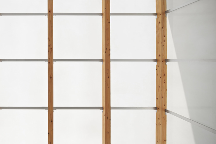桂川の住宅 モダンデザインの ガレージ・物置 の MASAAKI TAKAHASHI architects モダン