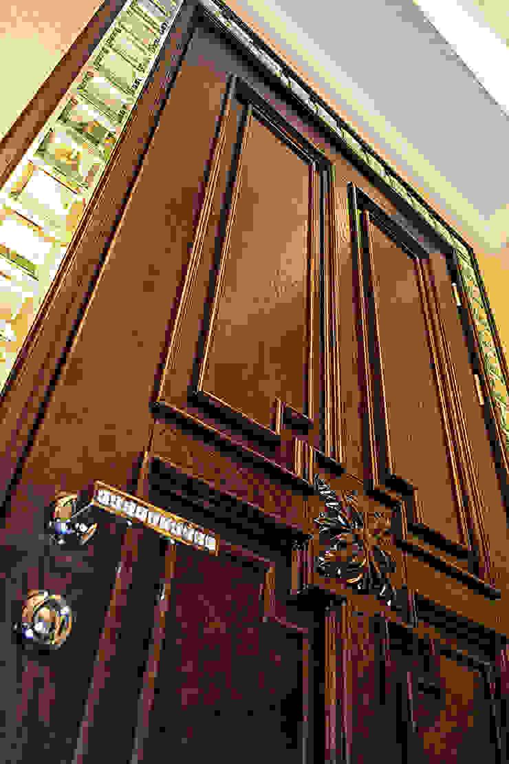 Дверь:  в современный. Автор – Студия дизайна Натали Хованской, Модерн