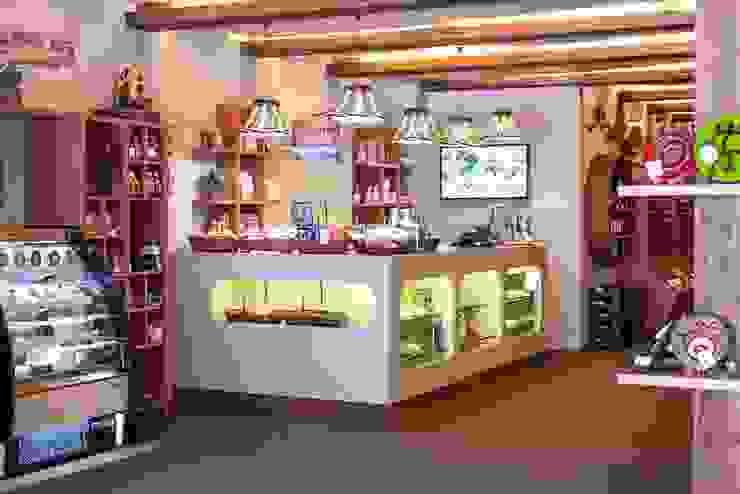 Islenio Productos Tradicionales Canarios Oficinas y tiendas de estilo rústico de Alicia Toledo Rústico