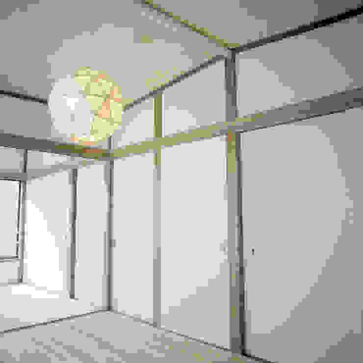 U-House 和風の 寝室 の AIDAHO Inc. 和風