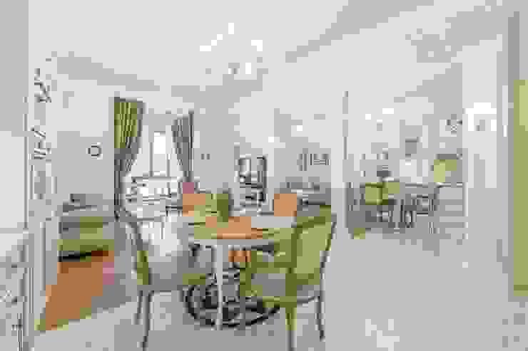 Гостиная-столовая Гостиная в классическом стиле от ELENA BELORYBKINA Классический