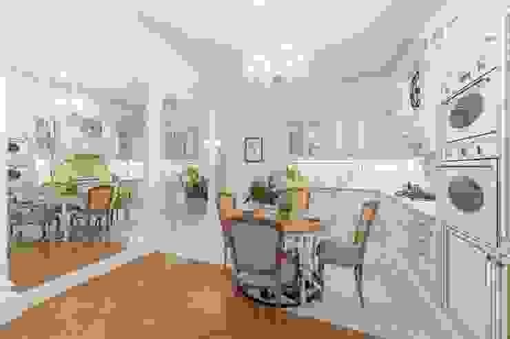 Столовая-гостиная Столовая комната в классическом стиле от ELENA BELORYBKINA Классический