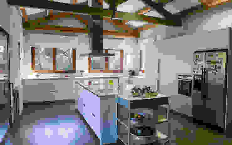 Cozinhas modernas por COCINAS SANTOS Moderno