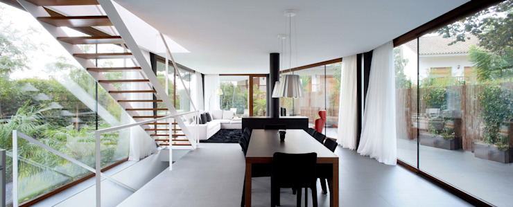 Minimalist dining room by MANO Arquitectura Minimalist