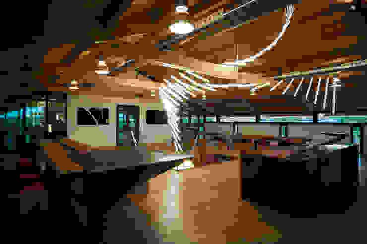 Wine Tasting Room Espaços gastronômicos modernos por Alessandro Isola Ltd Moderno