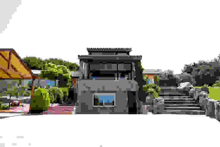 Paredes de piedra Casas de estilo rústico de IPUNTO INTERIORISMO Rústico