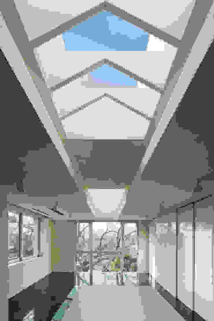 T-house モダンデザインの ダイニング の 秋山建築研究所 モダン