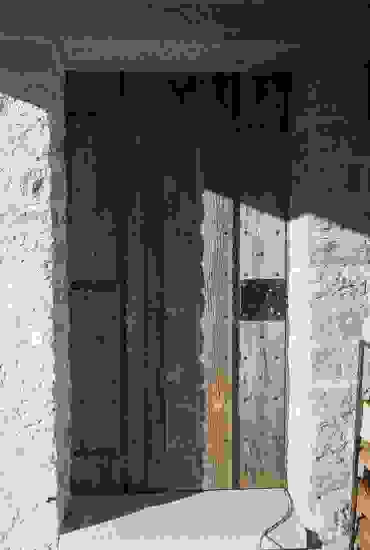 Porte blindate Case in stile rustico di DF Design Rustico