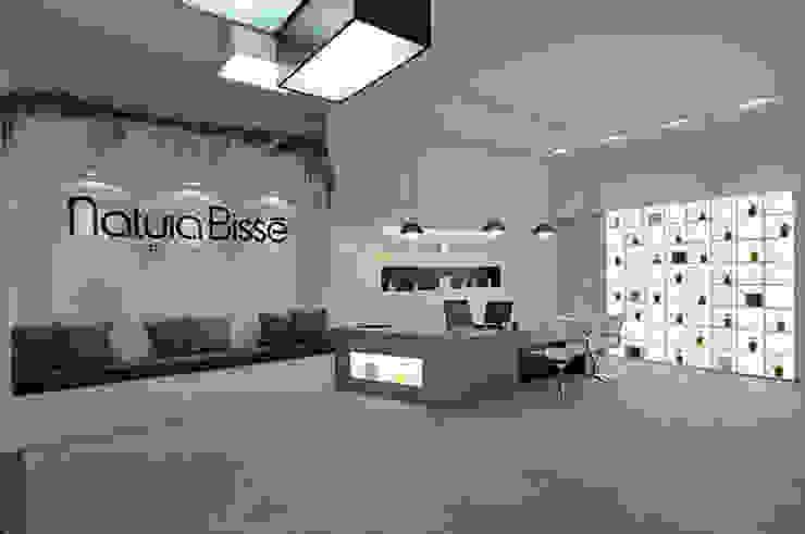 Distribuidor Natura Bisse Oficinas y tiendas de estilo minimalista de Alicia Toledo Minimalista
