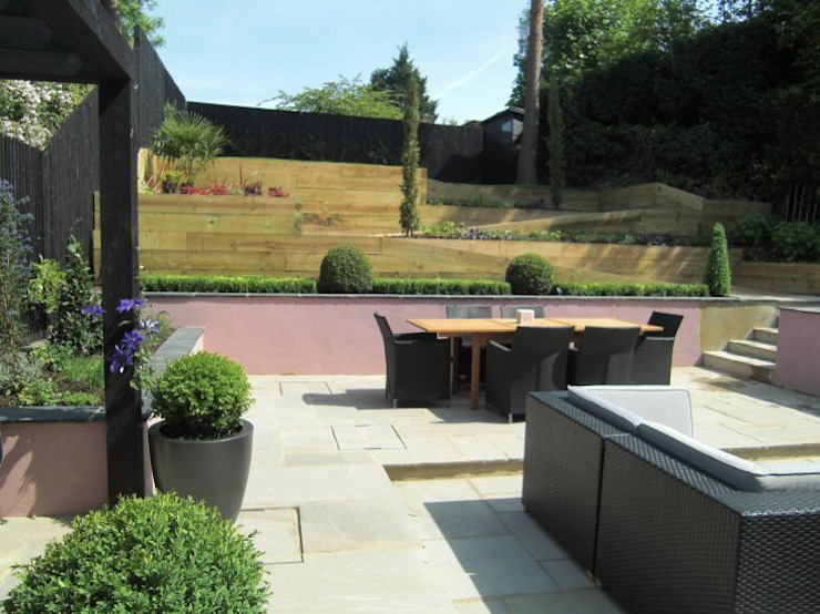 Contemporary Sloping Garden Design, Gerrards Cross Modern garden by Linsey Evans Garden Design Modern