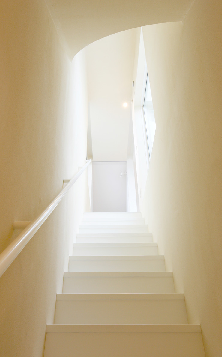 SLIDE HOUSE (House in Nakameguro) モダンスタイルの 玄関&廊下&階段 の LEVEL Architects モダン