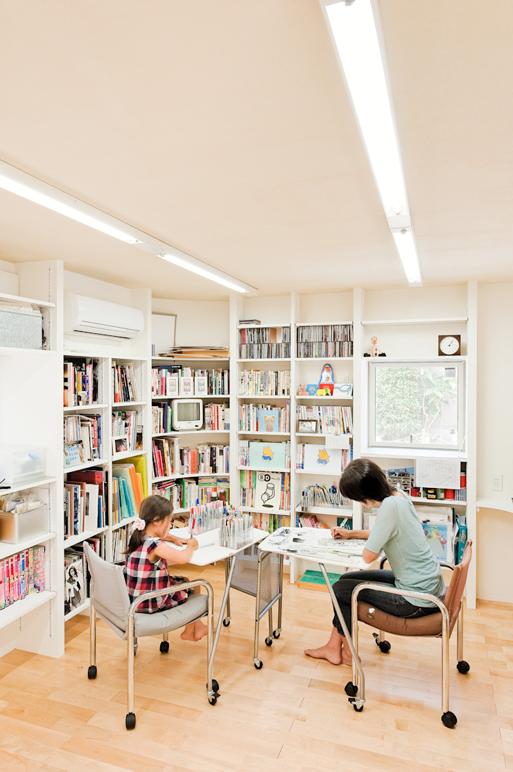 SLIDE HOUSE (House in Nakameguro) モダンデザインの 書斎 の LEVEL Architects モダン