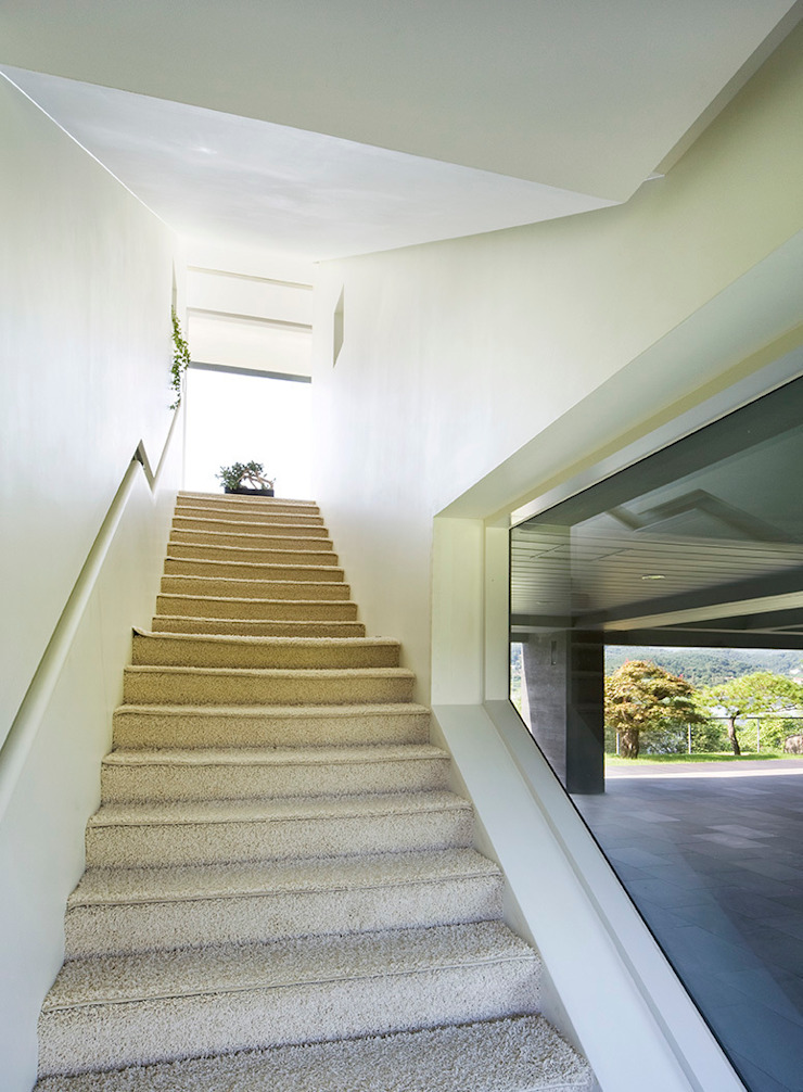 hyunjoonyoo architects Modern corridor, hallway & stairs