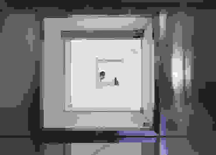 Floating House: hyunjoonyoo architects의  창문,모던