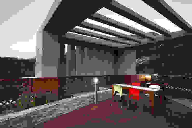 Modern terrace by Hauan Modern