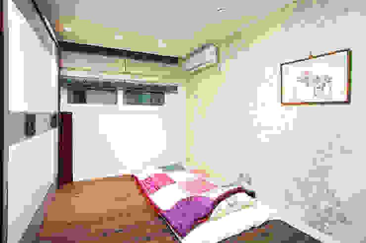 Nowoczesna sypialnia od Hauan Nowoczesny