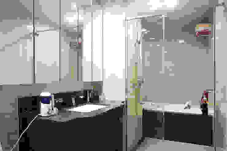 Nowoczesna łazienka od Hauan Nowoczesny