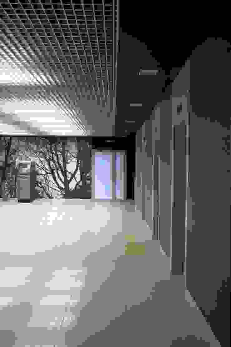 Офисный центр на территории завода им. Орджоникидзе от Мастерская Интерьеров Варвары Зеленецкой