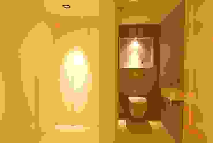 Kasten Minimalistische gangen, hallen & trappenhuizen van Designed By David Minimalistisch