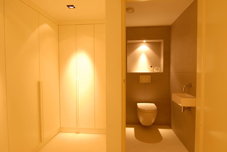 Minimalist corridor, hallway & stairs by Designed By David Minimalist