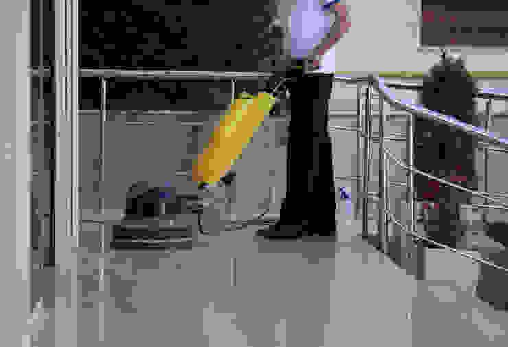 Puligaviota - Empresa de limpieza en Madrid Paredes y pisos modernos de Puligaviota - Empresa de limpieza Moderno