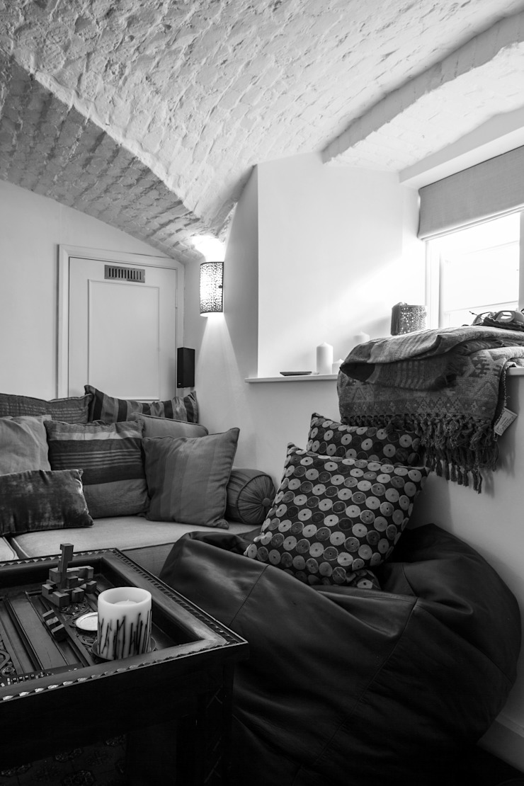 Photography for C-Squared Interiors—House in Charlbury Eclectic style media room by Adelina Iliev Photography Eclectic