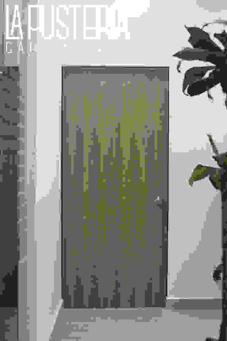 Puerta en Fórmica Gimnasios domésticos modernos de La Fustería - Carpinteros Moderno