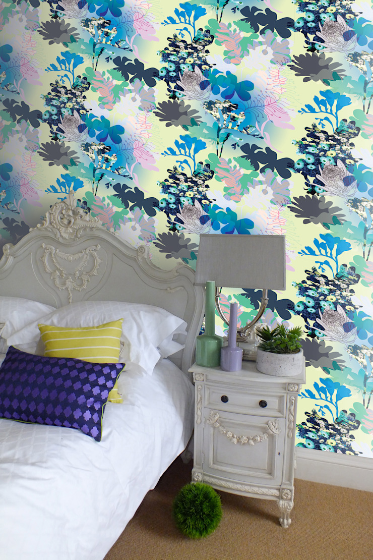 Bouquet Wallpaper by Kate Usher Studio: modern  by Kate Usher Studio, Modern